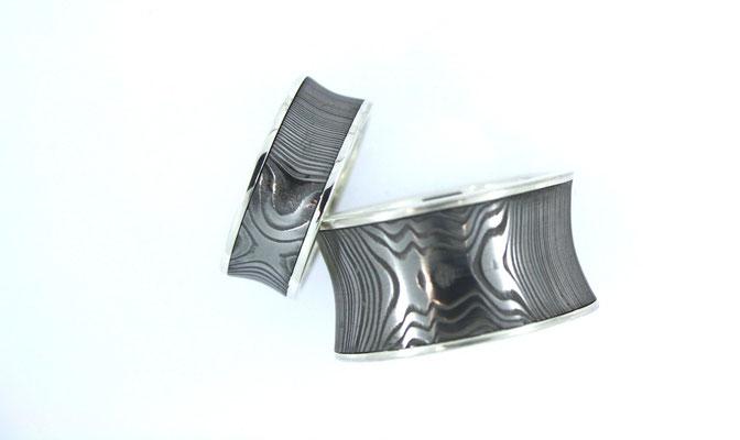 Trauringe aus Damaszenerstahl, Konkav, mit Silbereinlage und Silberrand