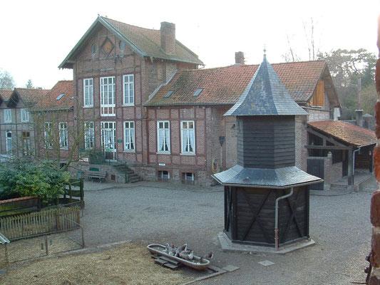 Ferme d'Antan, le bâtiment principal et le pigeonnier