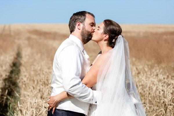 küssendes Brautpaar beim Paarshooting