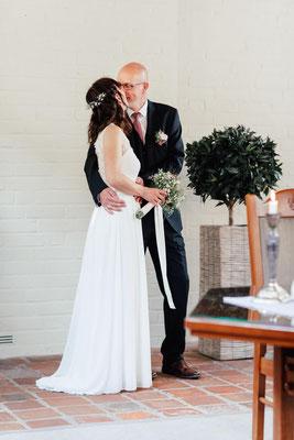Brautpaar bei der standesamtlichen Trauung im Heinrich Heine Haus Lüneburg