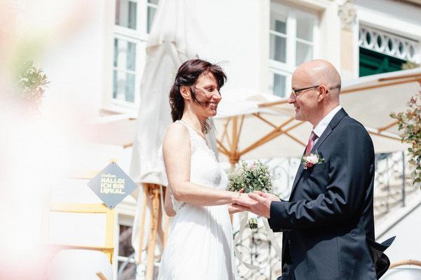 Hochzeitsfoto vor dem Wyndberg Hotel Lüneburg