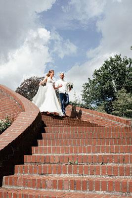 Paar auf dem Weg zu den Elbterassen