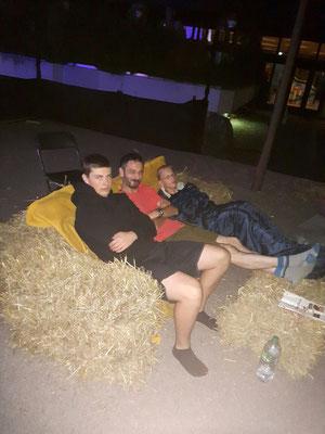 Die WAHREN SCHELME gehen/übernachten auf ihre ganz besondere Art in den den Aufführungstag.