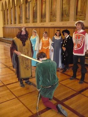 Ritterschlag auf historischem Boden