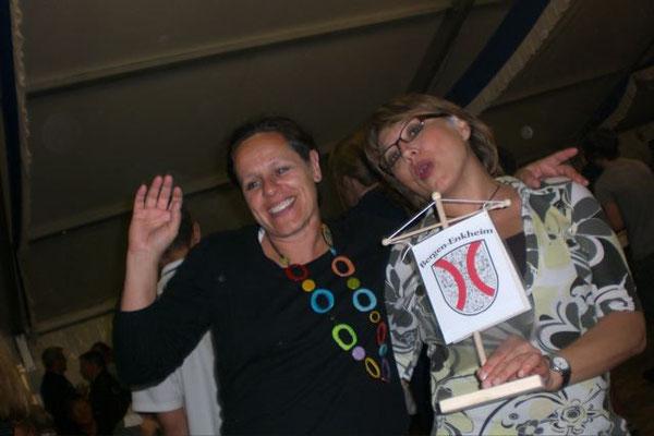 Anja und Wiebke ... abends im Festzelt