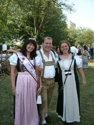 Arzt Sylesius und Bäuerin an Apfelweinkönigin Nadin ohne e die zweite
