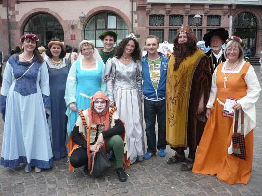 Das Team von SAT 1 leiht uns mal kurz Ralf Schmitz aus... nur das mit dem Kostüm passt nicht so ganz;-)