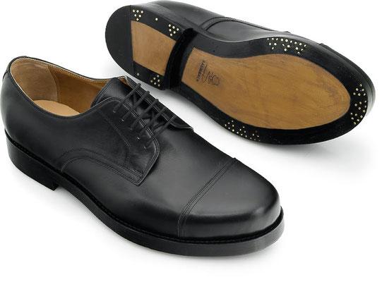 Maßschuh Straight Tip DerbyBoxcalf schwarz, genähte Zwischensohle mit zusätzlicher gestifteter Leder-Laufsohle Budapester Art