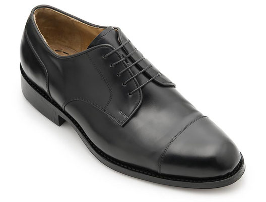 Maßschuh Straight Tip Derby Boxcalf schwarz, rahmengenähte Ledersohle