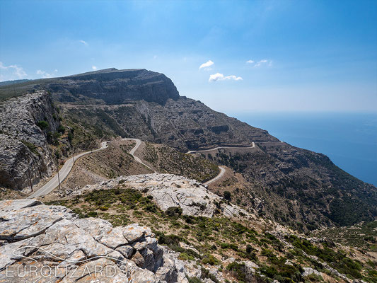 The steep slopes towards Ikaria south coast
