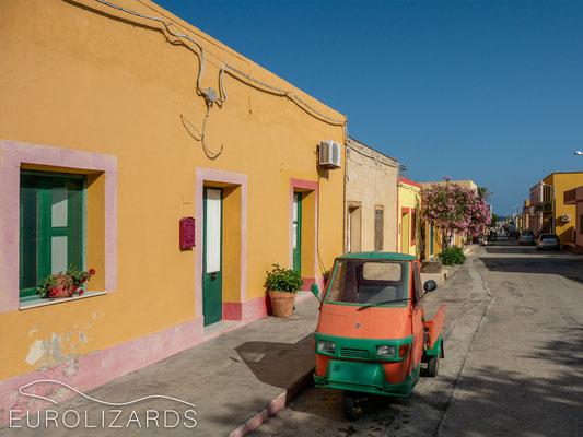 Caribbean-like style on Linosa