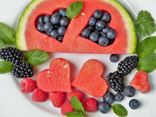 Obst ist ein muss für den täglichen Speisenplan und die süßen Obstsorten eine gute Alternative für Süßigkeiten. Empfehlung: Zwei Portionen Obst am Tag.