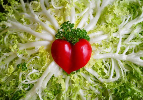 Gemüse und Obst sollten nach Möglichkeit saisonal und regional ausgewählt werden. So bleiben besonders viele Vitamine erhalten.