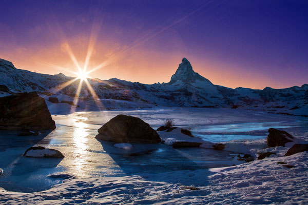 "Bild: Stelisee at sunset with Matterhorn, Zermatt, Schweiz, ""sparkling sunset""; www.2u-pictureworld.de"