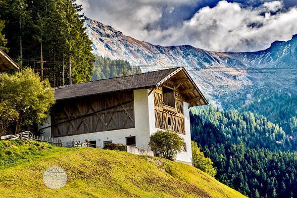 Bild: Heuschober und Stall auf der Videgg Alm Suedtirol, www.2u-pictureworld.de