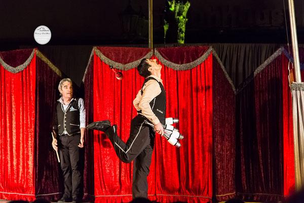 """Bild: Welttheater der Straße Schwerte 2015, Artistengruppe """"Elegants"""" aus Spanien, """"wo ist die Keule?"""", www.2u-pictureworld.de"""