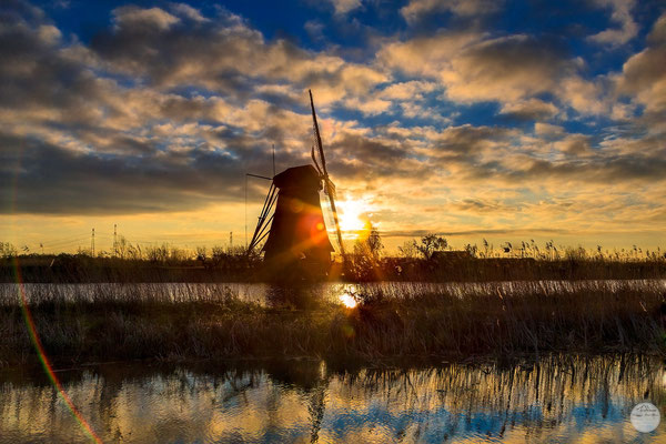 "Bild: sunrise silhouette at Kinderdijk, Netherlands, ""sunrise silhouette and reflections""; www.2u-pictureworld.de"