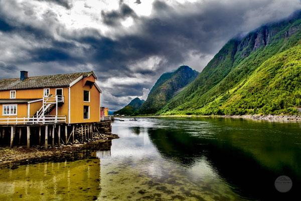 "Bild: Mosjoen, ""wolkenverhangen""www.2u-pictureworld.de"