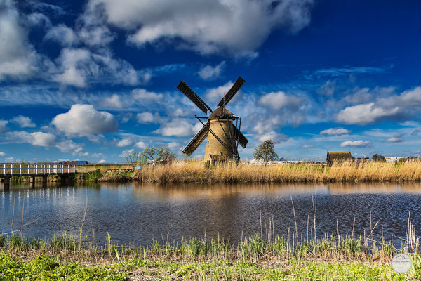"Bild: bridge and windmill of Kinderdijk, Netherlands,  ""tourist`s Kinderdijk view""; www.2u-pictureworld.de"