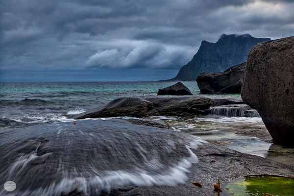 "Bild: Utakleiv, Vestvagoya, Lofoten, Norway, ""playful waters""; www.2u-pictureworld.de"
