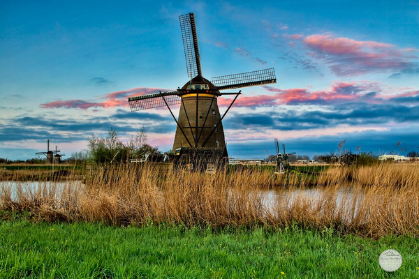 "Bild: early morning after sunrise at Kinderdijk, Netherlands, ""waiting for the morning sun""; www.2u-pictureworld.de"