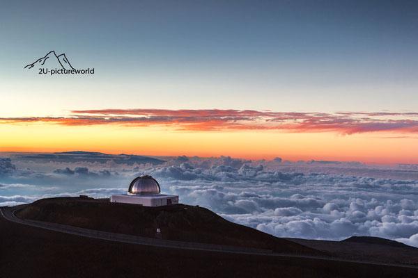 Bild: Einsames Teleskop über den Wolken, Mauna Kea Hawaii