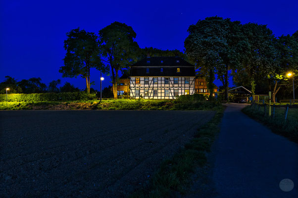 "Bild: Schwerte-Ergste Ruhrwiesen bei Nacht, ""homeland at blue hour night""; www.2u-pictureworld.de"