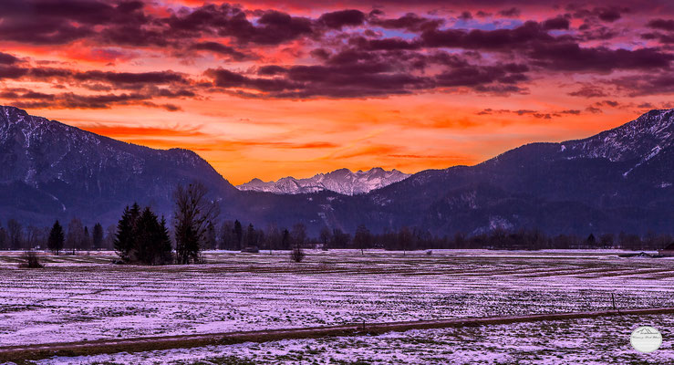 "Bild: sunrise at Großweil, Bavaria Germany, ""glance""; www.2u-pictureworld.de"