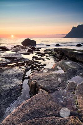 """Bild: Strand von Utakleiv, Lofoten, Vestvagoya, Norwegen, """"Lichtflecken 2"""", www.2u-pictureworld.de"""