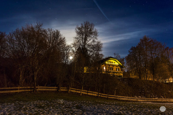 "Bild: Vollmondnacht auf dem Katharinenhof in Lenggries, ""moonlight spot"", www.2u-pictureworld.de"