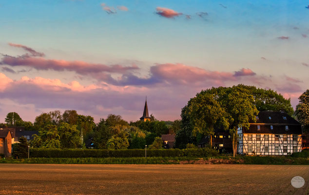 """Bild: Schwerte-Ergste in the evening at springtime, """"homeland in the evening""""; www.2u-pctureworld.de"""