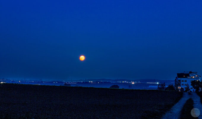 "Bild: Ditzingen-Hirschlanden bei Vollmond, ""at the beginning of a full moon night"", www.2u-pictureworld.de"