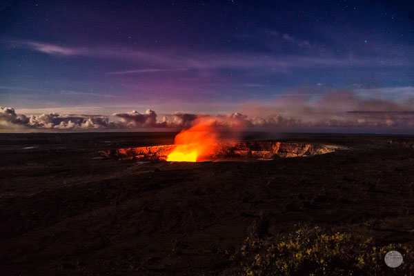 "Bild: view on Kilauea caldera at night, Volcano NP Hawaii, ""Kilauea caldera night""; www.2u-pictureworld.de"