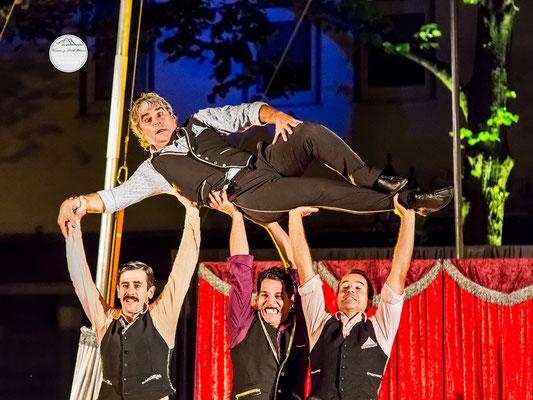 """Bild: Welttheater der Straße Schwerte 2015, Artistengruppe """"Elegants"""" aus Spanien, """"zweifelsohne die Eleganten"""", www.2u-pictureworld.de"""