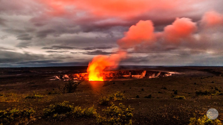"Bild: ""Volcano NP, Hawaii,Kilauea Caldera at night, ""Vulkangühen- glowing Kilauea""; www.2u-pictureworld.de"