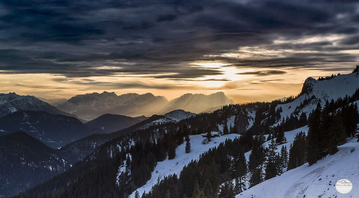 "Bild: ski area Brauneck, Lenggries, Bavaria Germany, ""border light"", www.2u-pictureworld.de"