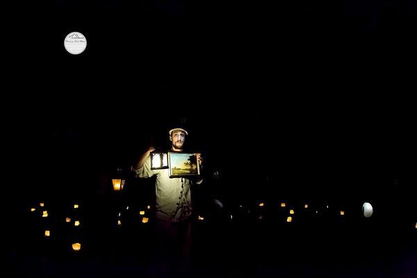 """Bild: Welttheater der Straße Schwerte 2015, Artistengruppe """"Anu"""", """"Lampenträumer im Dunkel der Nacht"""", www.2u-pictureworld.de"""