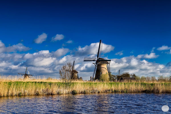 "Bild: windmills of Kinderdijk in the morning sun, Netherlands, ""Tuesday morning at Kinderdijk""; www.2u-pictureworld.de"