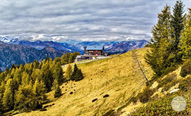 """Bild: Bergstation der Hirzerseilbahn in Suedtirol, """"herbstliche Alpenwelt Hirzerseilbahn"""", www.2u-pictureworld.de"""