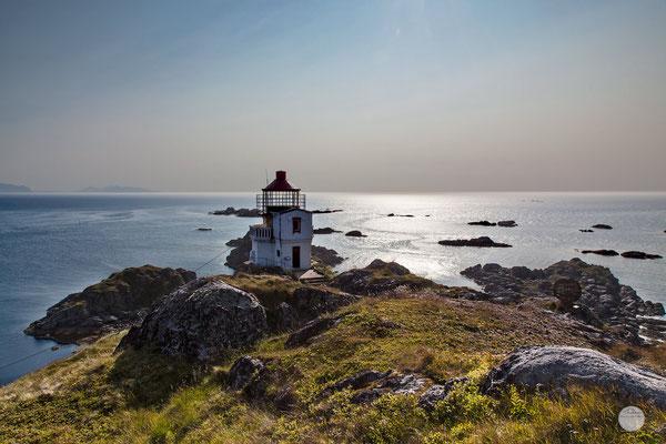 """Bild: Litloy Leuchtturm, Norwegen Nordland, """"lonely Litloy fyr"""", www.2u-pictureword.de"""