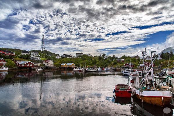 "Bild: Sorvagen harbour, Moskenesoya  Island, Lofoten, Norway, ""Sorvagen""; www.2u-pictureworld.de"