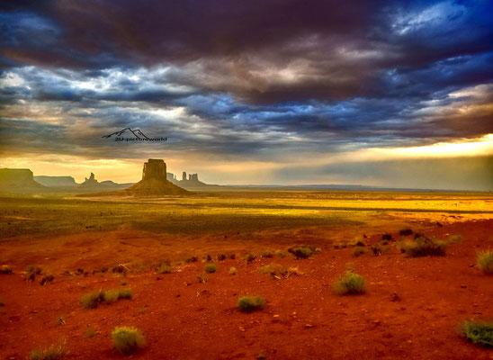 """Bild: """"Abendkulisse, Monument Valley"""