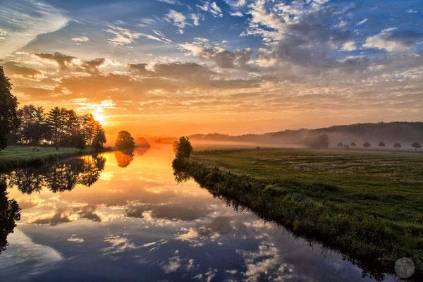 """Bild: Ruhrauen im Morgennebel, """"summer sunrise"""", www.2u-pictureworld.de"""