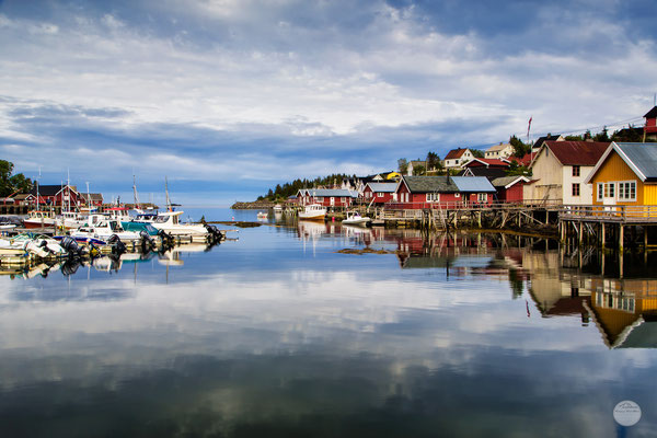 "Bild: Sorvagen harbour reflections, Moskenesoya Island, Lofoten, Norway, ""mirror""; www.2u-pictureworld.de"