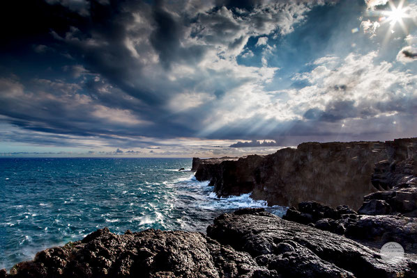 "Bild: coastline of Volcano Nationalpark Hawaii, ""volcanic coastlineV4""; www.2u-pictureworld.de"