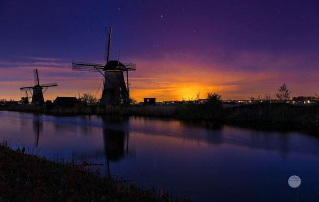 "Bild: cloudy and nevertheless colourful night at Kinderdijk, Netherlands, ""starry and cloudy night at KinderdijkV2""; www.2u-pictureworld.de"