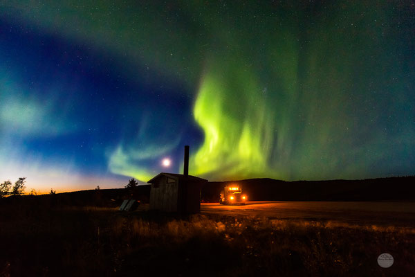 "Bild: aurora borealis over Gobblers Knob on the Dalton Highway, Alaska, USA at the end of August 2016, ""green flames""; www.2u-pictureworld.de"