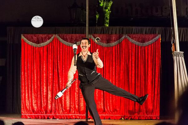 """Bild: Welttheater der Straße Schwerte 2015, Artistengruppe """"Elegants"""" aus Spanien, """"Jongliertanz"""", www.2u-pictureworld.de"""