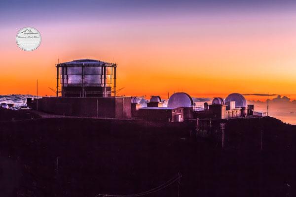 """Bild: """"Haleakala Teleskope im Abendschein"""", Maui"""
