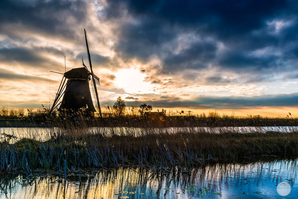 "Bild: windmill of Kinderdijk in the morning, Netherlands, ""morning after a rainy night""; www.2u-pictureworld.de"